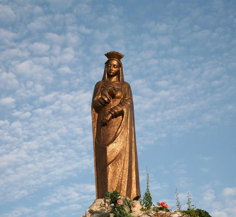 Sinjska gospa spomenik