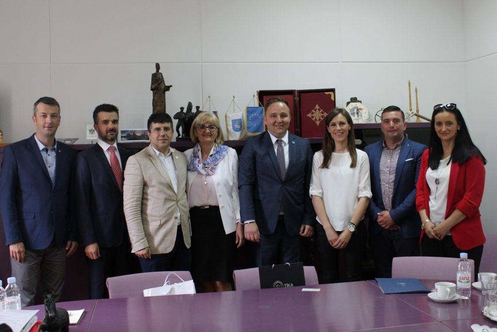 LokalnaHrvatska.hr Sinj Odrzan sastanak sa glavnim koordinatorom Turske agencije za medunarodnu suradnju i koordinaciju (TIKA)