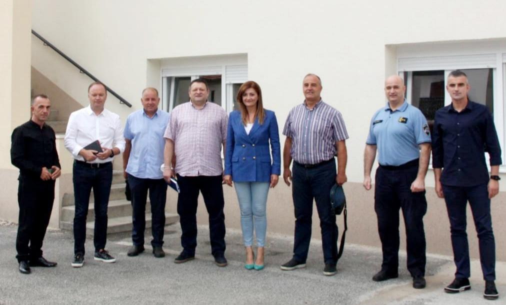 drzan-sastanak-o-uredenju-zgrade-policijske-postaje-sinj